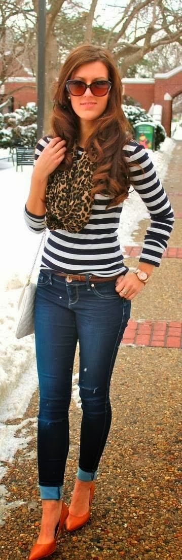 Pretty black and white linning shirt with denim jeans, heels and Leopard scarf