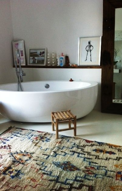 A bathroom in Paris with beautiful vintage Moroccan Azilal carpet from my carpet boutique. www.beyondmarrakech.com