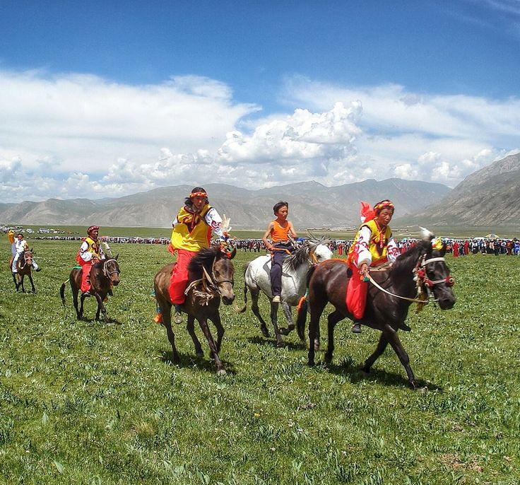 Kham Tibetans racing horses during the Jyekundo (Yushu) Horse Festival ...