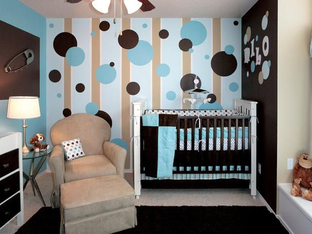 Habitación de bebé con pared con círculos