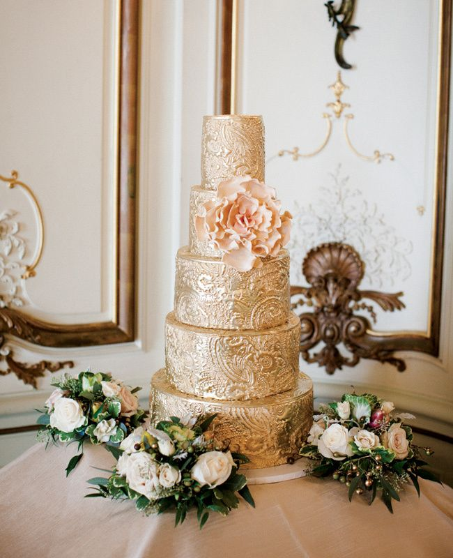 Gold and Pink wedding cake //  City Sweets and Confections // Photo by Cly Creation // http://blog.theknot.com/2013/09/05/glamorous-metallic-wedding-cakes/