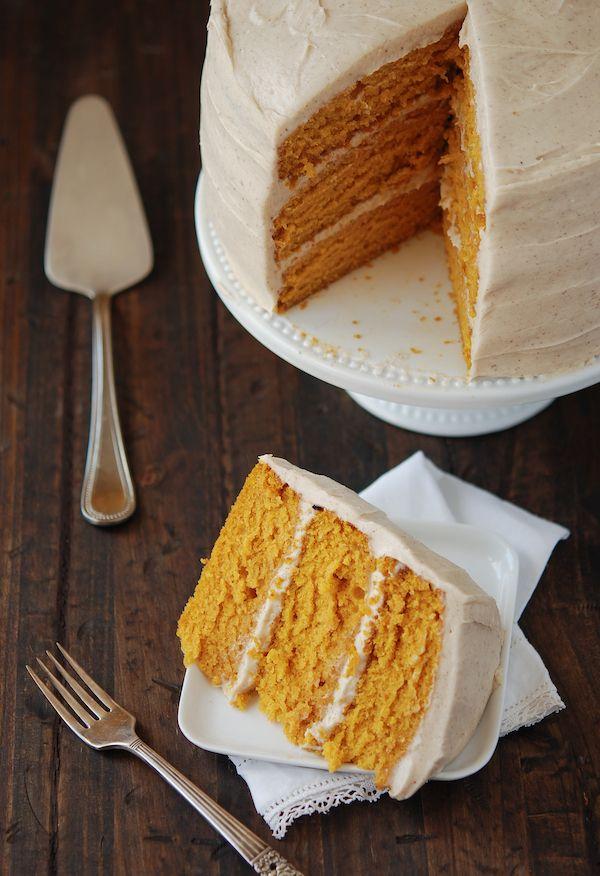 Pumpkin cake w/ cinnamon maple cream cheese frosting // the novice chef