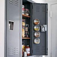 インダストリアル家具LOVE編:キッチンに事務ロッカーを使う