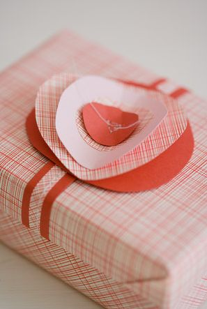 love the paper bow