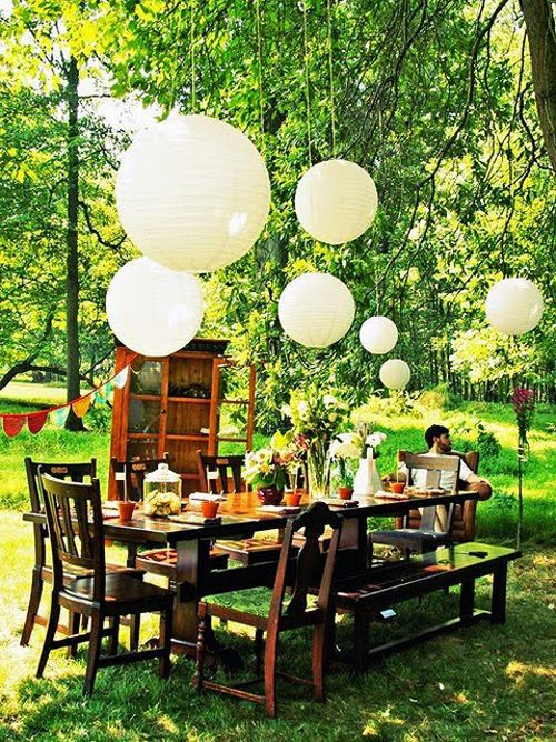 What a whimsical, woodsy idea for a wedding or an early summer picnic with friends.