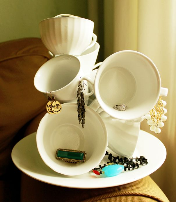 13 jewelry organization ideas. Click through for the roundup!   Queen Lila