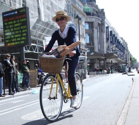 Beret Baguette bike ride in Paris | France | Pinterest