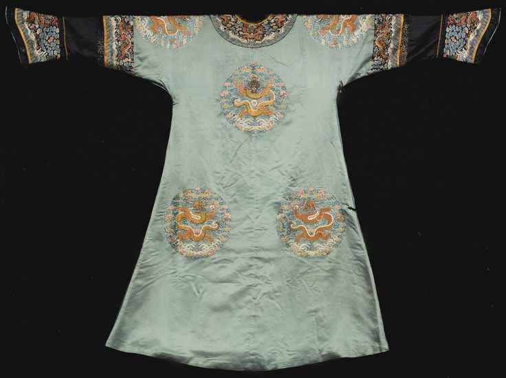 AN IMPERIALEMBROIDERED GREEN LADY'S SEMI-FORMAL COURT ROBE<br>QING DYNASTY, LATE 18TH / EARLY 19TH CENTURY | Lot | Sotheby's