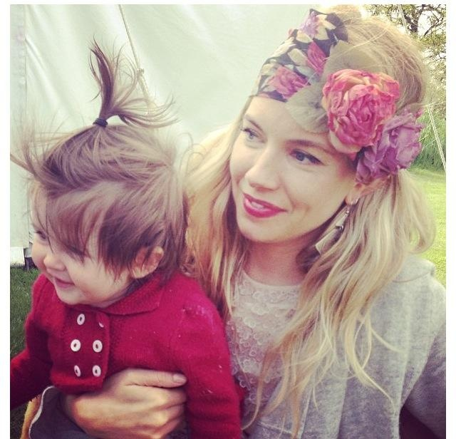 Sienna Miller looking so beautiful & making motherhood look easy!