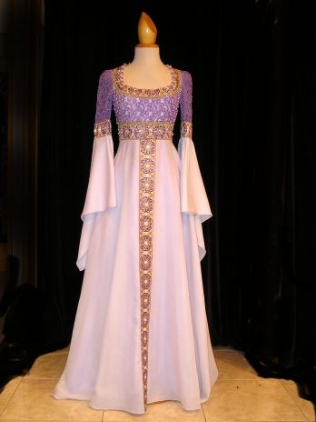 White and Violet medieval dress - I love this!