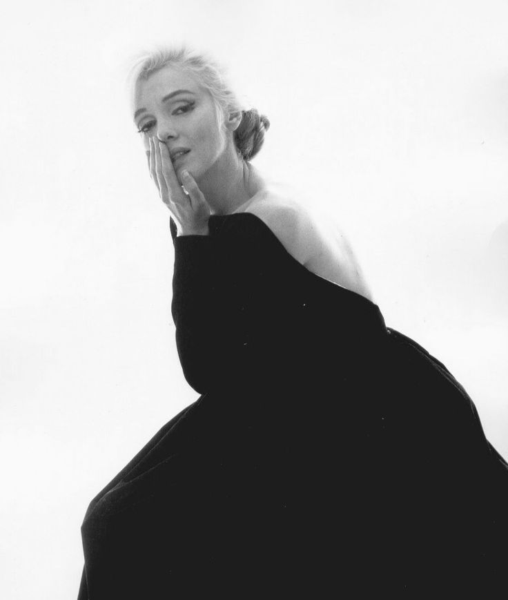 A beautiful haunting photo of Marilyn Monroe from her last photoshoot by Bert Stern