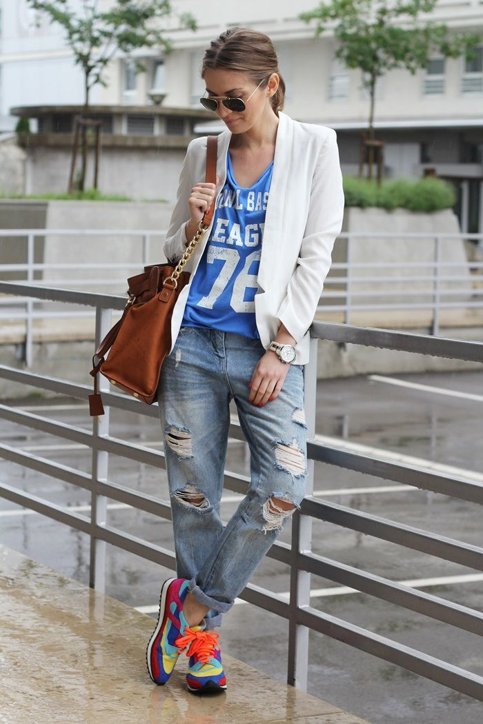 i love the sophistication of the blazer thrown in with a tee, boyfriend jeans, and sneakers....brilliant