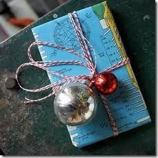 Tons of creative things to make with #maps : handbags, purses, gifts, picture frames etc