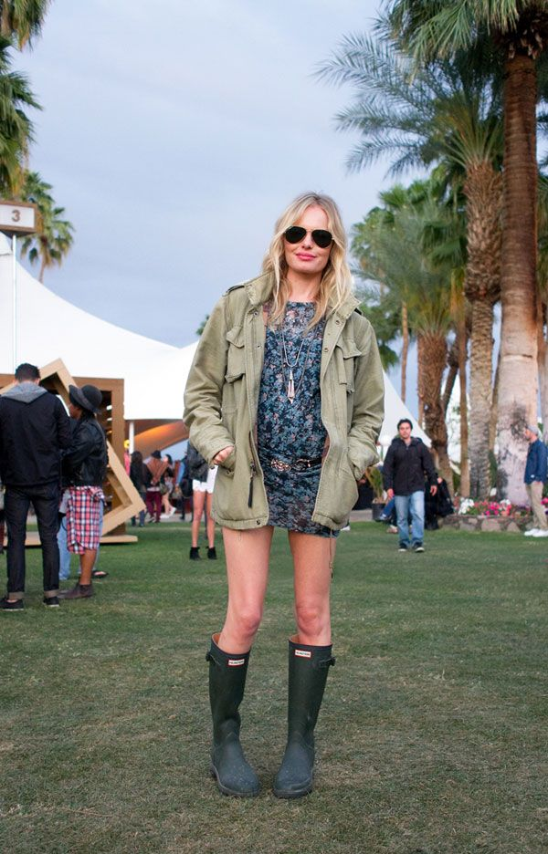 Kate Bosworth shows off her legs in a floral mini and Hunter wellies. #katebosworth #coachella #streetstyle #floral
