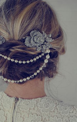 Jules-Bridal-Jewellery-double-pearl-bridal-hair-accessories-ELLE-wedding-blog