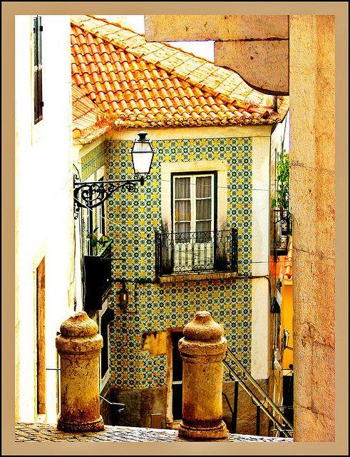 Alfama quartier @ Lisbona - PORTOGALLO.  Il quartiere più antico della città e uno dei più pittoreschi, alambicchi con esso millenaria atmosfera.