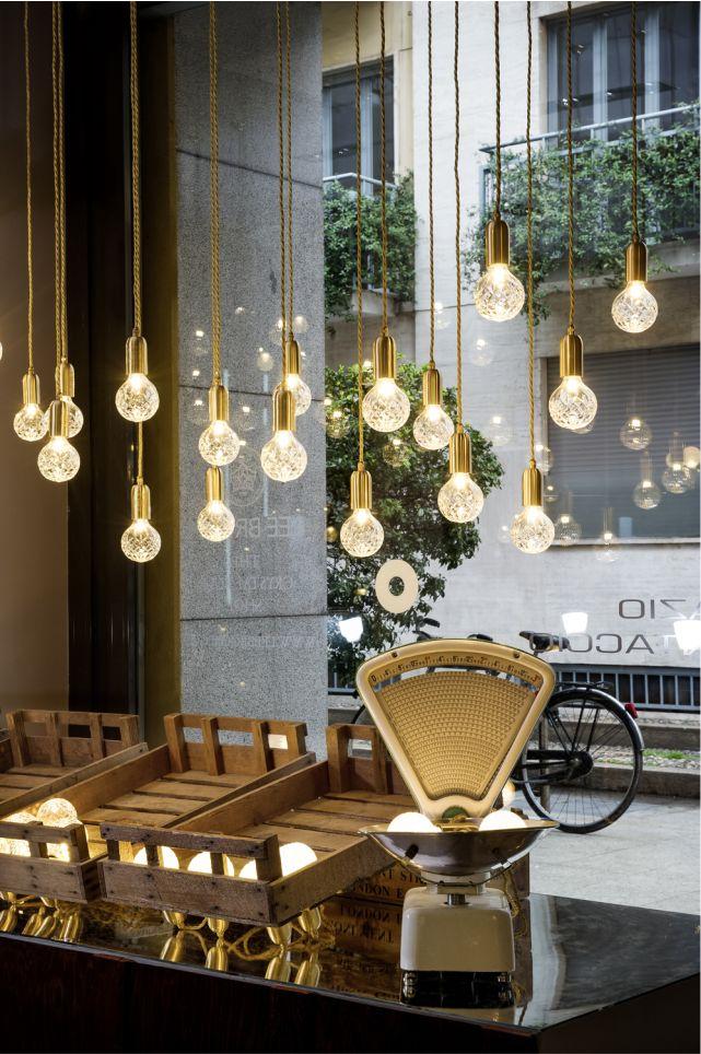Lee Broom´s Crystal Bulb Pendant http://ecc.co.nz/lighting/indoor/pendants-chandeliers/clear-crystal-bulb-pendant