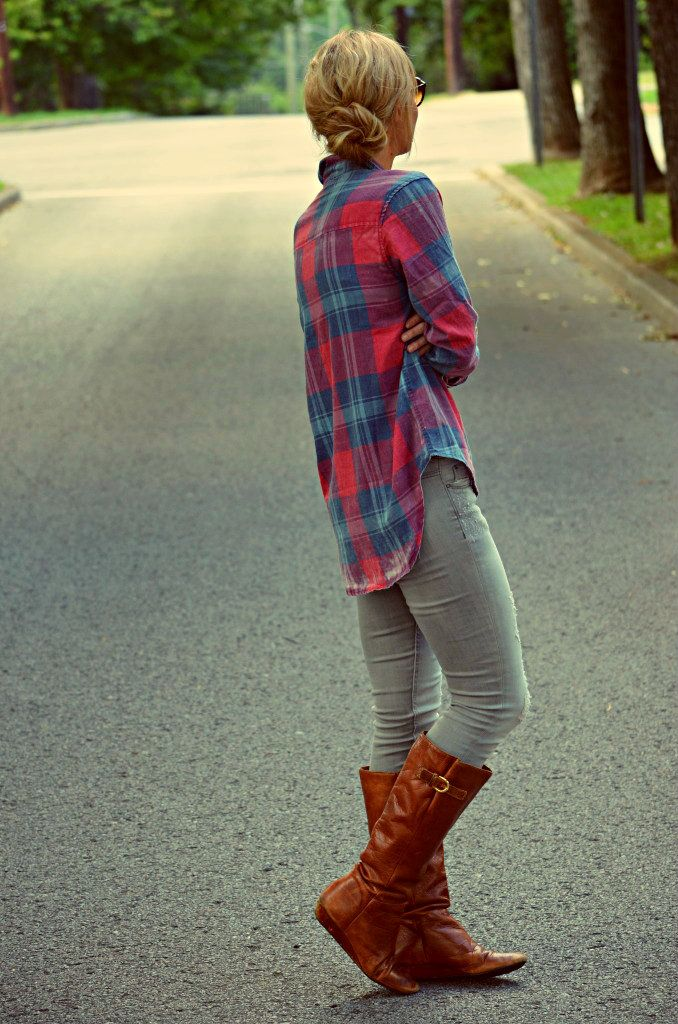 I would like to be this cute and cozy every day this fall. plaid/flannel, grey skinnies, boots.