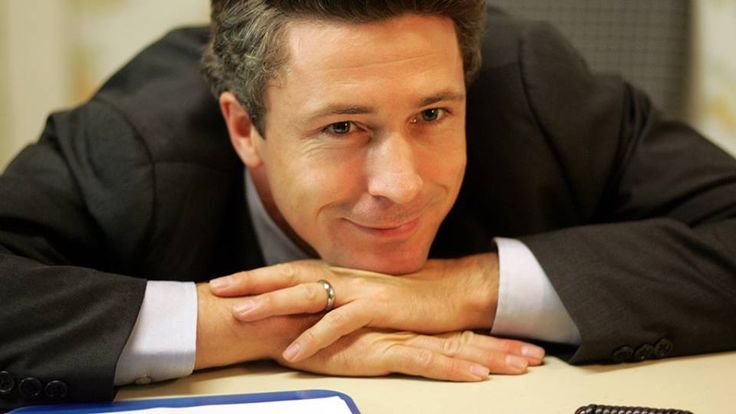 Aidan Gillen as Tommy Carcetti