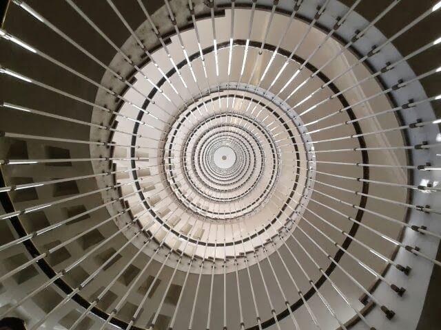 recogiendo txibiritas: Escalera de caracol del hospital de Cruces.