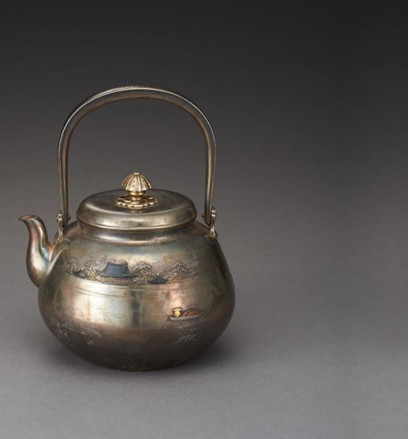 An ornate Uji silver teapot by the celebrated craftsman Kawamura Yasaburou. Estimate: JPY2,800,000-3,600,000.