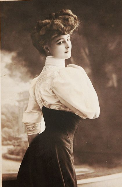 Vintage Beauty - belle époque portrait  found at http://retro-vintage-photography.blogspot.com/2011/05/vintage-beauty.html