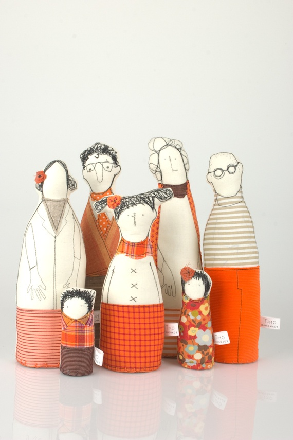 משפחה מורחבת - סבתא, זוג הורים,דוד,נערה ושני ילדים | TIMO - HANDMADE | מרמלדה מרקט