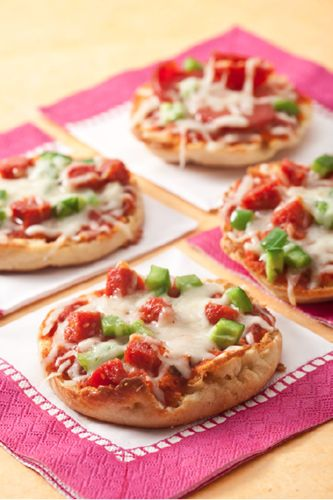 Skinny English Muffin Pizza's (Thomas' Light Multi Grain - 100 Calories & Use FF or Part-Skim Mozzarella)