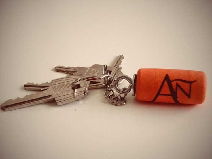 Keyring with cork