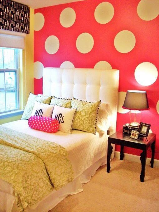 Girl's Bedroom, love that wall!