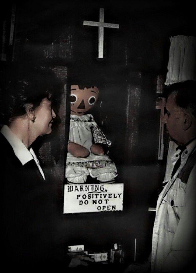 Boneca e o casal Warren