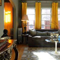 お宅拝見:ティムの青と黄色のシカゴのアパート(上級編)