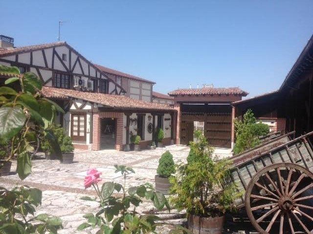 Courtyard Bodegas Mocén