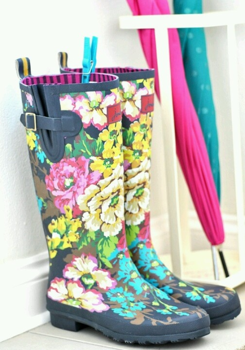 Rainboots ! SOOOO PRETTY. This with all black??