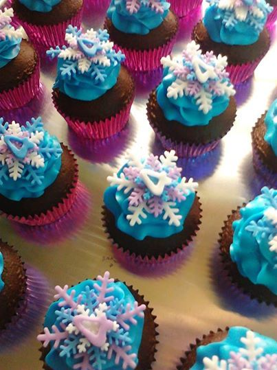 frozen theme cupcakes for Piper's birthday: white cupcakes with purple centers, blue icing and white and purple '6' and snowflakes