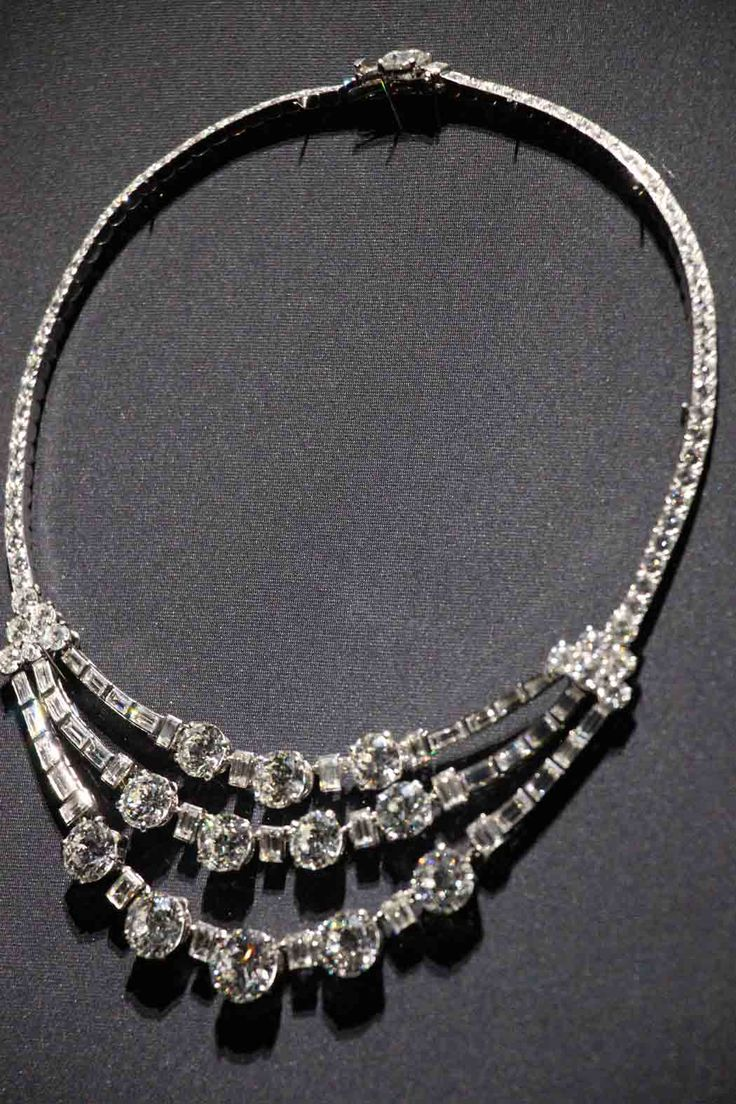 Cartier diamond necklace of Grace de Monaco I think I might have to put a necklace like this in my next book.