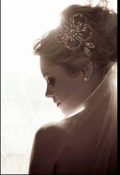 Hermoso tocado de novia