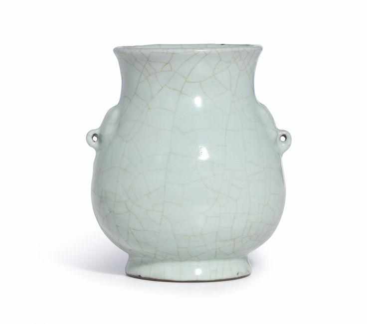 A fine guan-type vase, hu, 17th-18th century