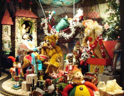 toy store christmas windows | Department stores display the wonders of the season in their windows ...