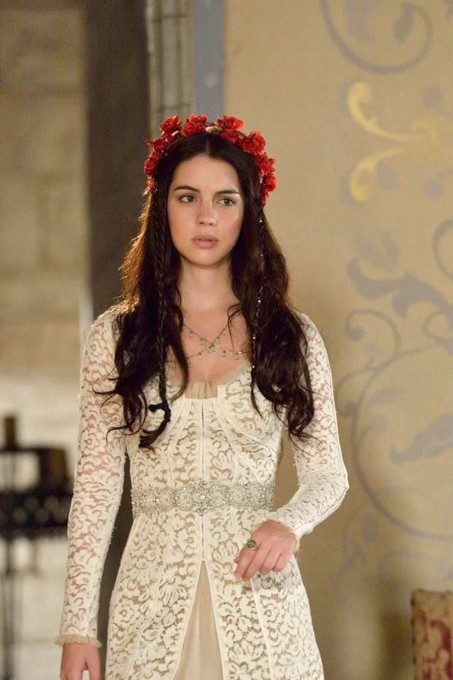 Gorgeous hair accessories & styles: As inspired by CW's Reign