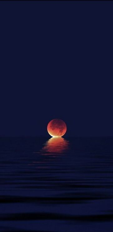When the moon kisses the ocean