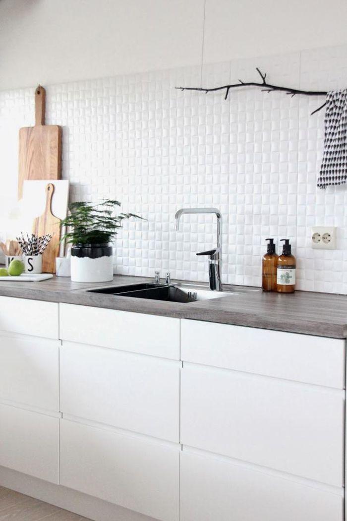 rama en la cocina para colgar cosas