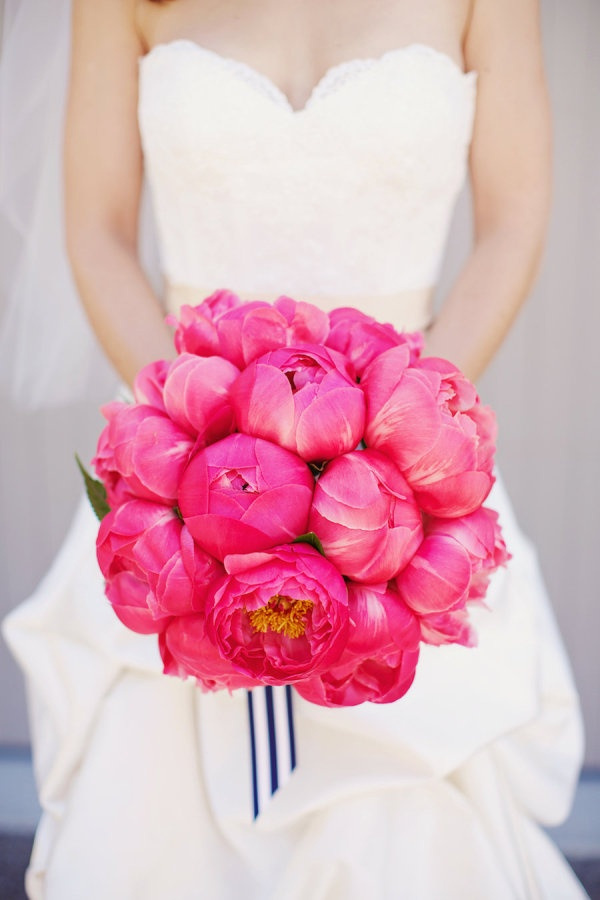 Have you ever seen a more beautiful bouquet! Just stunning! Photography by gem-photo.com, Floral Design by lauramillerdesign.com