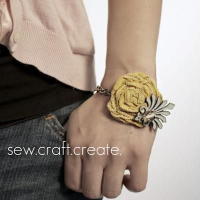 Lovin this unique handmade fabric flower vintage jewelry bracelet. Ladies time to look in your jewelery boxes and start creating....
