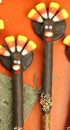 Turkey Pretzels ~ These turkey pretzels are equally as fun to make as they are to eat! Too cute for k3 and k4 fall party 2014