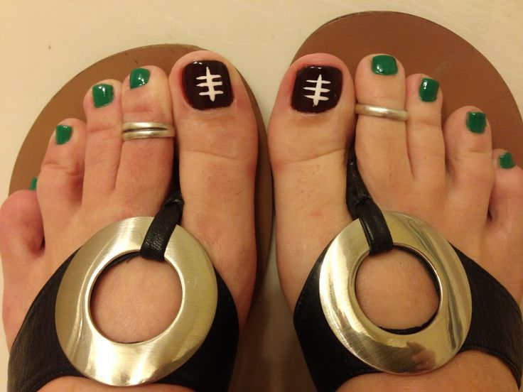 Football Toes! Too bad it's so COLD here (WA) during football season :(  LOL