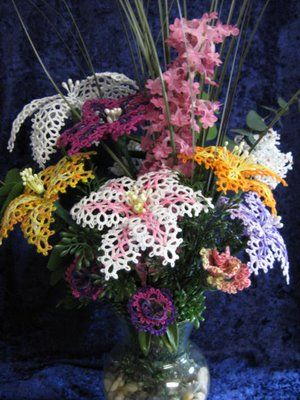 Bouquet of Flowers  with free tatting patterns to download (pdf format) ....... *a*