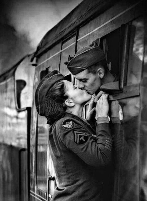 16 Vintage Photos of Military Kisses That Will Take Your ...