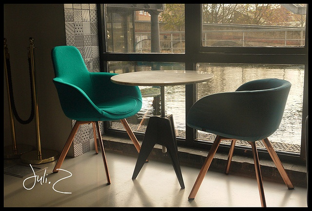Restaurant I Cafe I Interior I Furniture I Scoop Chair & Birch Small Round Top Screw Table by Tom Dixon