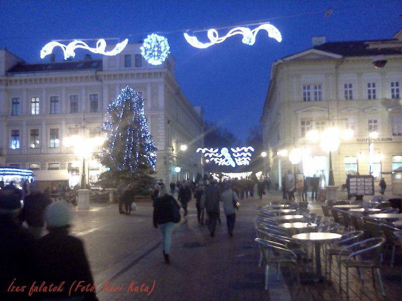 Fényár a Kárász utcában (Fotó: Kéri Kata)